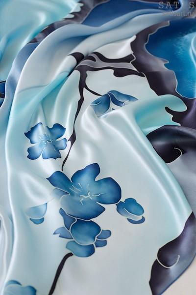 Платок из натурального шелка «Небесная сакура» (батик, ручная роспись)