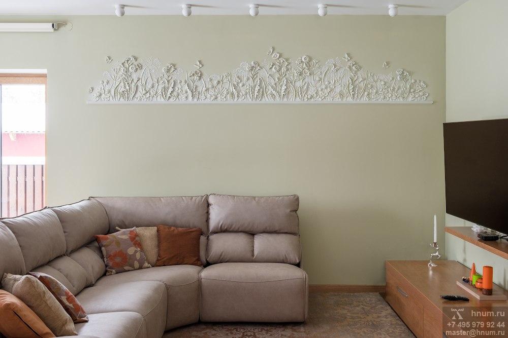 Рельефные декоративные панно на природную тему в интерьере гостиной загородного дома в Подмосковье - на заказ - художественная мастерская ХНУМ