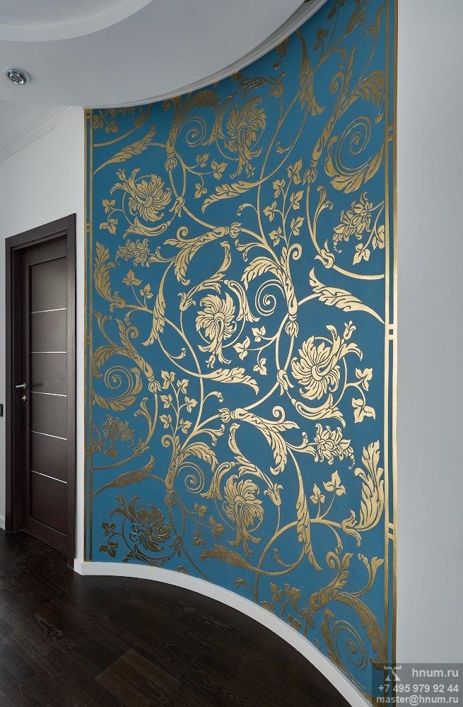 Декоративное рельефное панно с классическим орнаментом в холле квартиры - художественная мастерская ХНУМ