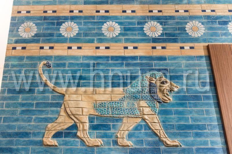 Рельефное панно с элементами ручной лепки и с росписью по мотивам ворот Иштар в древнем Вавилоне - художественная мастерская БМ ХНУМ