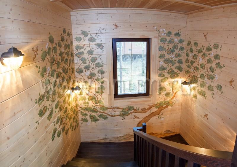 Художественная роспись стен и межкомнатные витражи и пескоструйное стекло в балконном ограждении в частном загородном деревянном доме