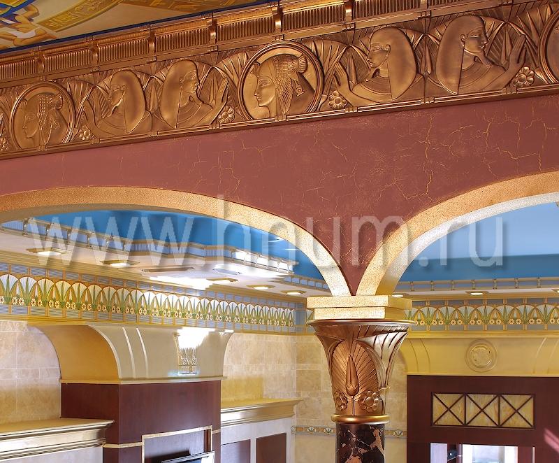 Лепнина эксклюзивного дизайна на тему Древнего Египта в салоне-магазине