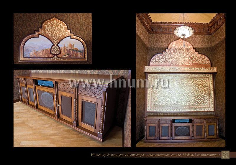 Лепнина, декоративные покрытия и мебель из дерева в интерьере частного домашнего кинотеатра
