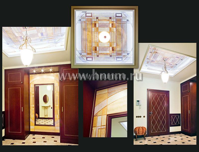 Декоративные панно с декоративными штукатурками и деревянная мебель в интерьере частной квартиры