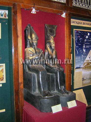 Интерьерные скульптуры в египетской экспозиции Школьного музея