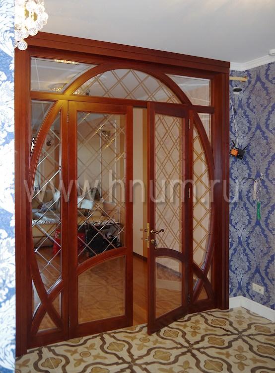 Межкомнатная деревянная перегородка из массива дуба с заполнением фацетированным стеклом - столярная мастерская БМ ХНУМ