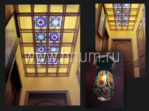 Кессоный витражный потолок в коридоре квартиры в Москве