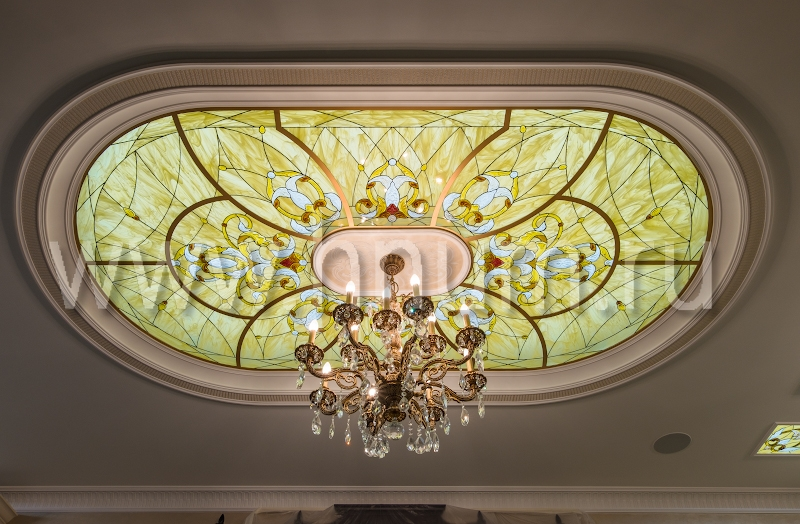 Витражные потолки с объёмными литыми стеклянными элементами в квартире - изготовление на заказ - витражная мастерская БМ ХНУМ