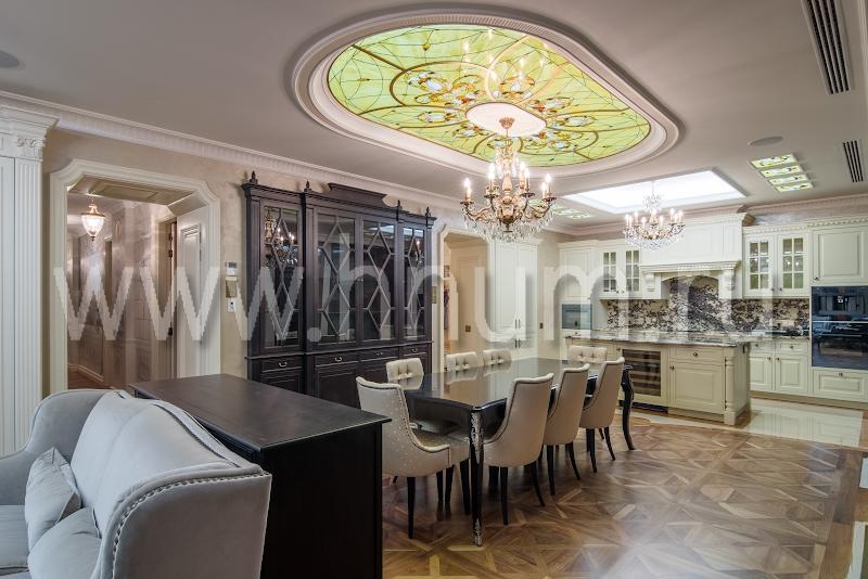 Витражные потолки с объёмными литыми стеклянными элементами в квартире - витражная мастерская БМ ХНУМ