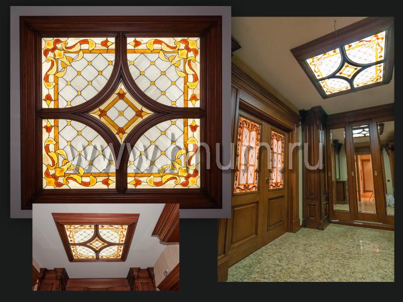 Витражный плафон с объёмными стеклянными элементами ручного литья в парадном холле в квартире - изготовление витражных потолков на заказ