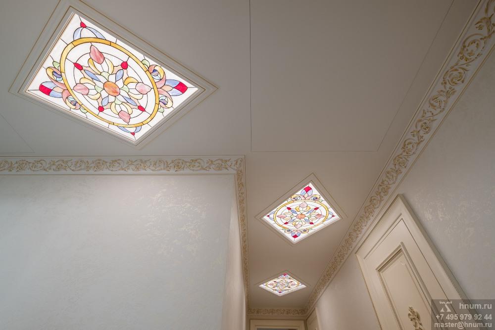 Витражные плафоны светильники на потолке в коридоре в квартире - на заказ - витражная мастерская ХНУМ