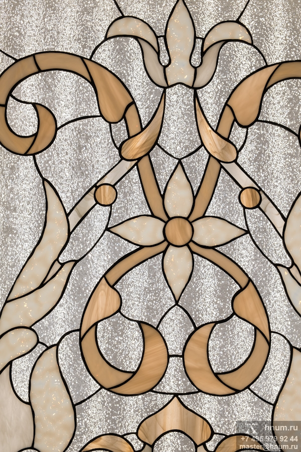 Витражные потолки с прозрачным искристым фоном в интерьерах московской квартиры - витражная мастерская ХНУМ