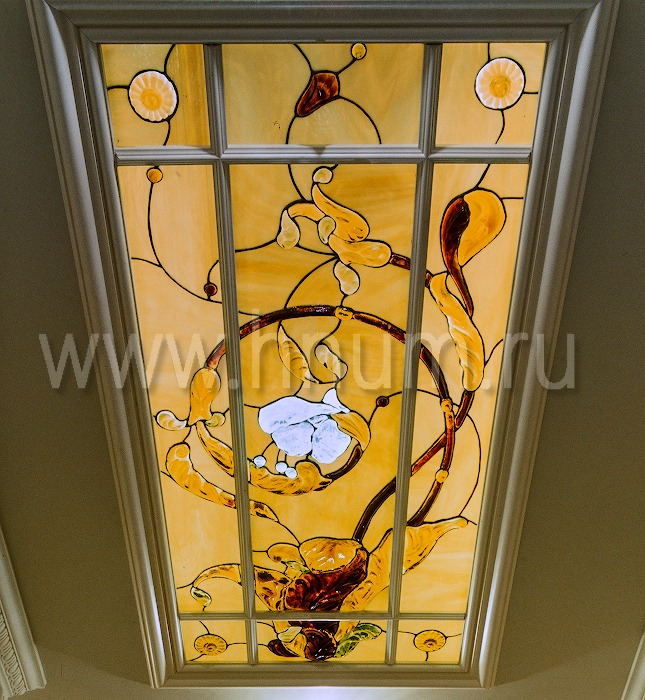Витражный потолок тиффани, изготовленный на заказ в витражной мастерской БМ ХНУМ - Белый цветок- Эскиз №65