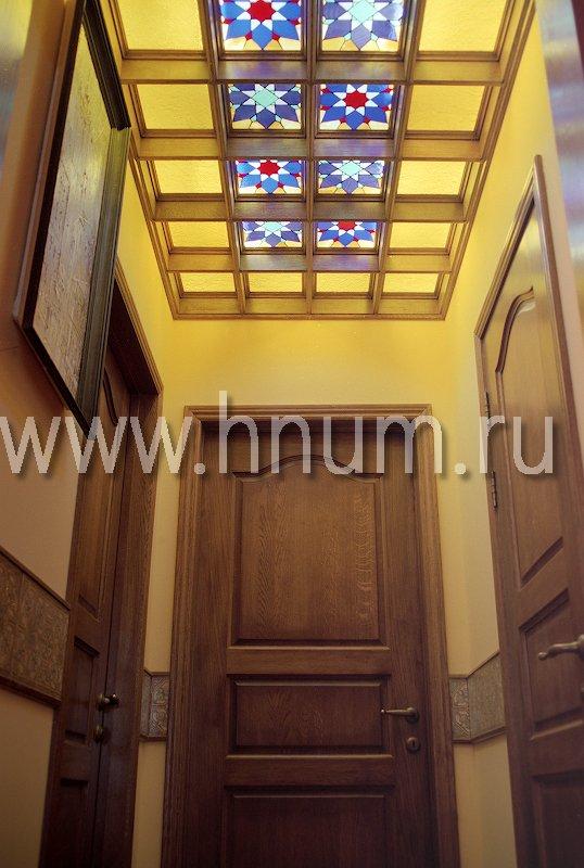 Витражный потолок в парадном входном холле в загородном доме - изготовление на заказ - витражная мастерская ХНУМ