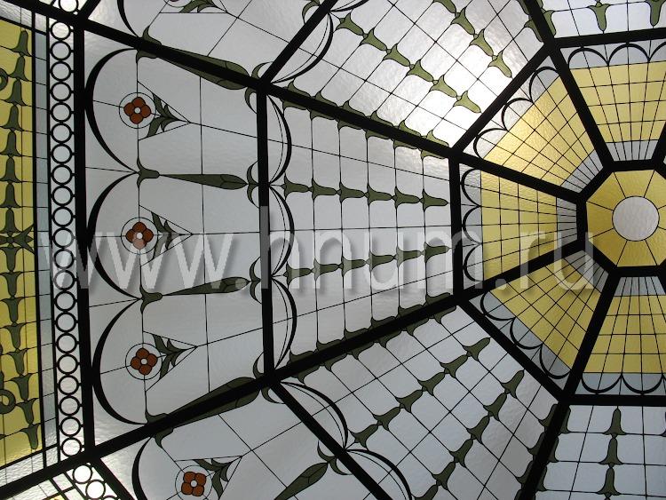 Витражный купол потолок в английском стиле в загородном доме - изготовление витражных потолков на заказ