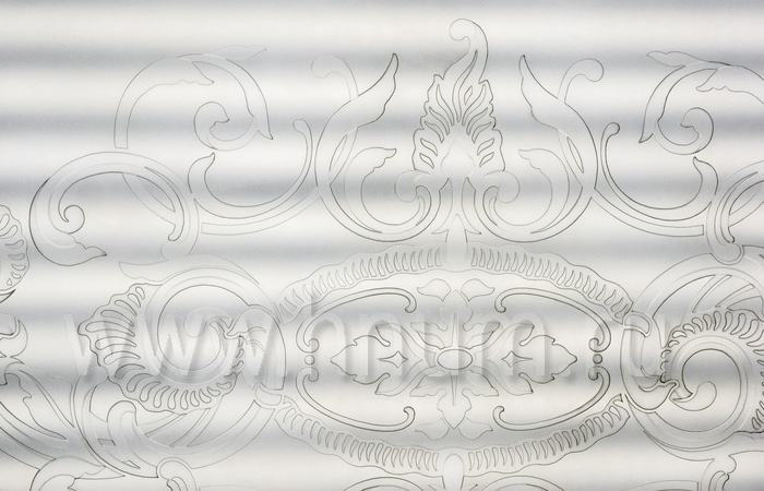 Плафон на потолок с пескоструйным рисунком на матовом стекле в парадном холле квартиры в Москве - изготовление на заказ - витражная мастерская БМ ХНУМ