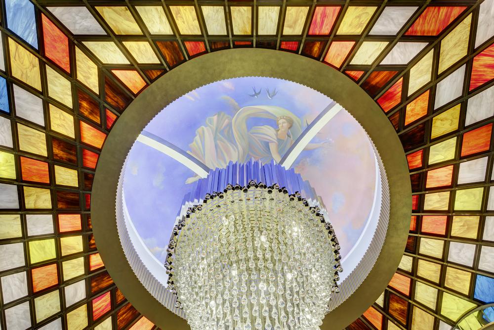 Витражный плафон в лобби отеля - изготовление на заказ - витражная мастерская ХНУМ