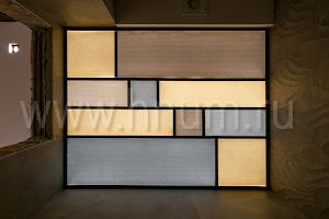 Простой витражный потолок из прямоуголных элементов в гостевом санузле в квартире в Москве - на заказ - витражная мастерская БМ ХНУМ