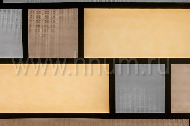 Простой витражный потолок из прямоугольных элементов в гостевом санузле в квартире в Москве - на заказ - витражная мастерская БМ ХНУМ