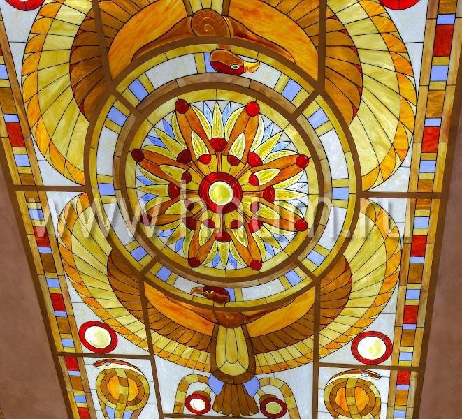 Витражный потолок в магазине бутике в египетском стиле со скульптурным стеклом - изготовление витражных потолков на заказ