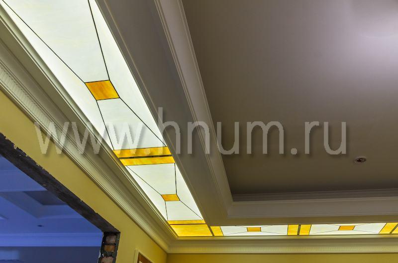 Витражный потолок в подвесном потолке в парадном холле московской квартиры - витражная мастерская БМ ХНУМ